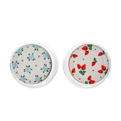 Imagen superior de los Frascos de Vidrio donde se aprecia los diseños de color azul con flores y de color rojo con fresas.